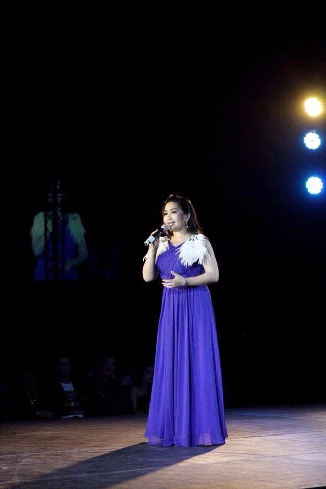ครูเปิ้ล ผู้บริหารสถาบัน IDEO Performing Arts ขึ้นกล่าวเปิดงาน ในงาน Perfect Soul for Beautiful World at Paragon Hall