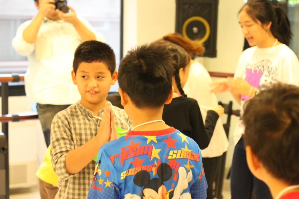 บูรณาการกว่า 9 วิชาศิลปะการแสดง ให้เด็กๆเก่งและโดดเด่น มีความกล้าแสดงออก โดยคุณครูศิลปินมืออาชีพ + ผู้เชี่ยวชาญในแต่ละแขนง ผลงานระดับสากล เข้าใจพัฒนาการและหลักจิตวิทยาเด็ก