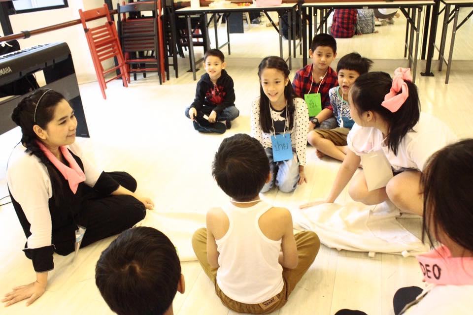 วันปิดค่ายเด็กๆ มีกิจกรรโชว์ผลงานตลอด 7 วันที่ผ่านมา และได้แสดงผลงานทั้ง ร้อง เต้น พูด